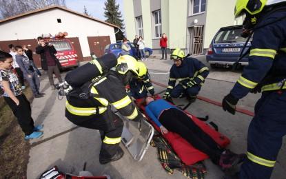 Cvičný požární poplach na Dětském diagnostickém ústavu v Šunychlu 08.03.2017